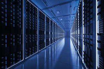 Gang met aan beide kanten servers, die gebruikt worden voor reseller hosting